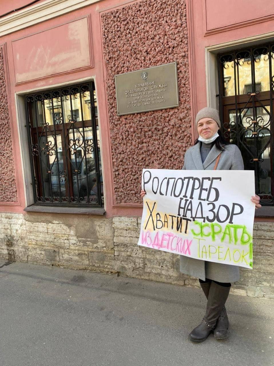Родители школьников Петербурга устали наблюдать за переделом рынка соцпитания