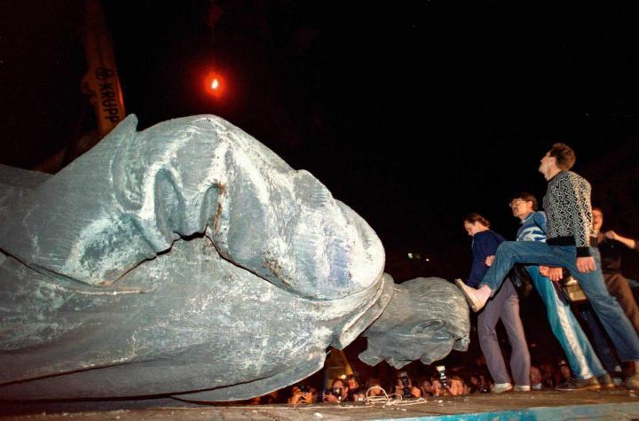 Прокуратура признала незаконным снос памятника Дзержинскому на Лубянке в Москве