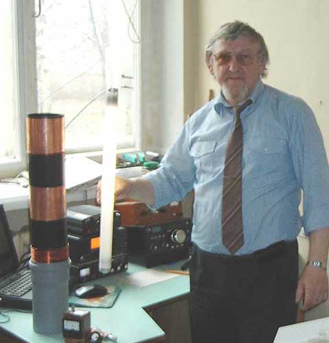 Владимир Кононов и созданная им «ЕН антенна» на частоту 7 МГц (λ – 40 м).