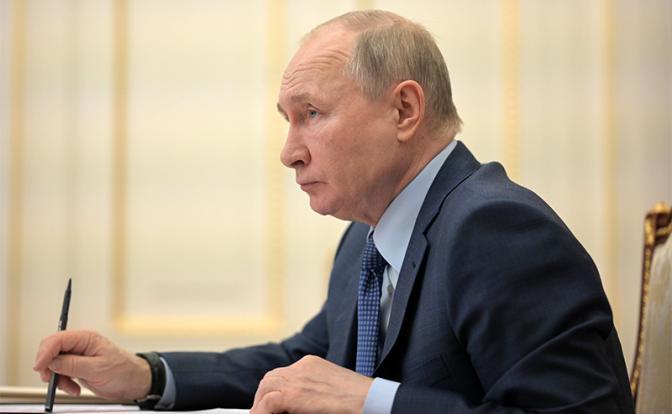 Один из последних шансов для Путина: в послании 21 апреля президент объявит о смене курса развития России?