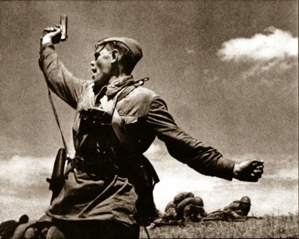 Младший политрук А. Г. Ерёменко. Погиб, поднимая бойцов в атаку