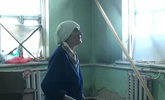 Участница войны Надежда Ситникова живет в разрушающемся доме и просит городские власти дать ей новое жилье, однако чиновники говорят, что не могут ей помочь
