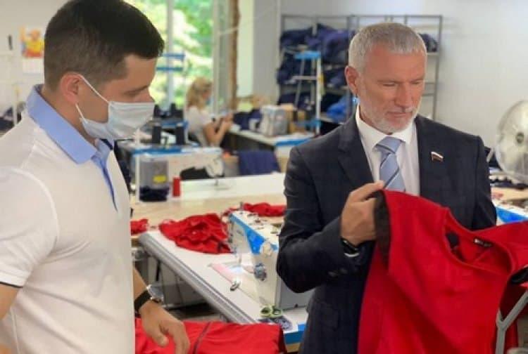 Ивановские ткачи рассказали Журавлеву о достижениях на производстве