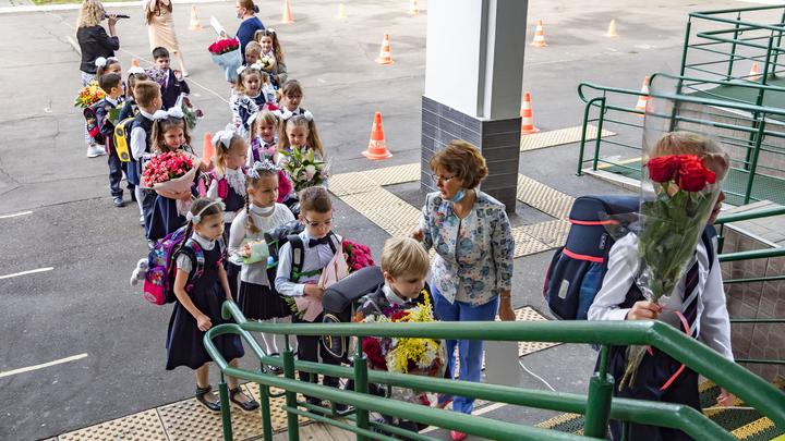 Русских детей не могут пристроить в школы. Политики вступились за мигрантов