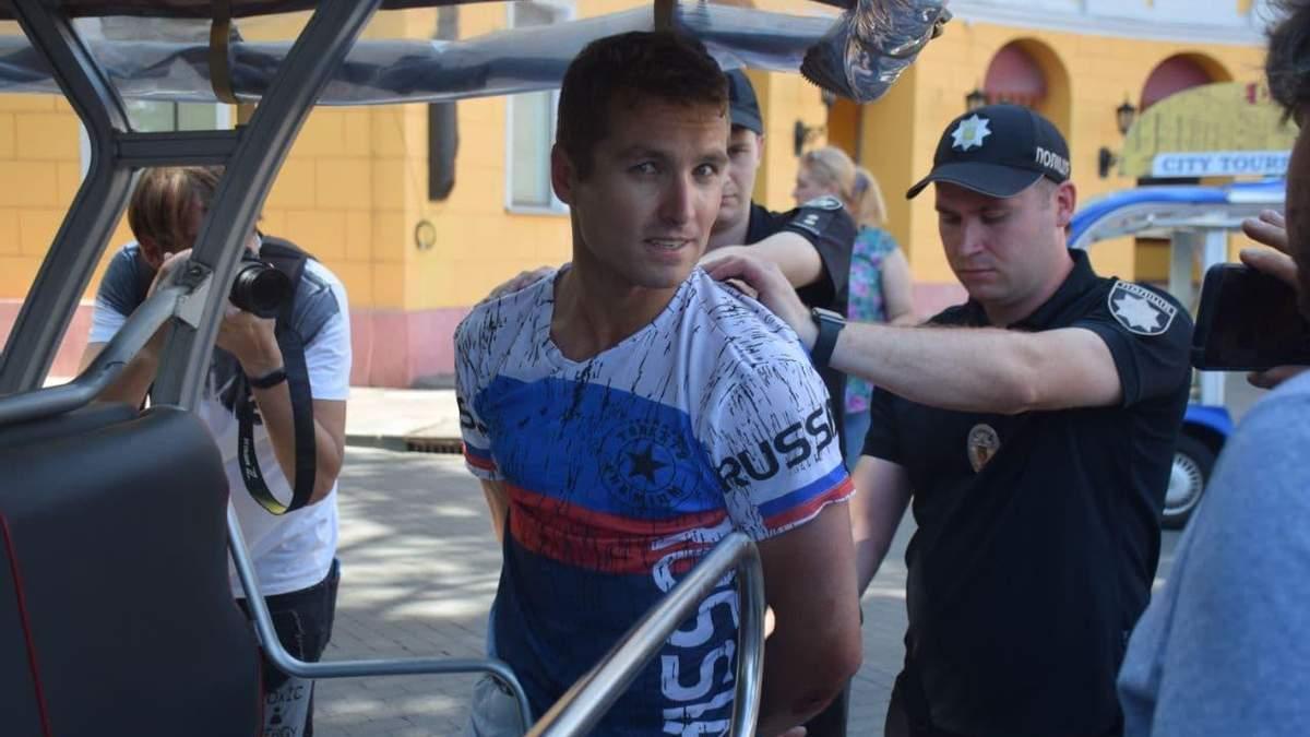 В Одессе задержали американского туриста в футболке с триколором... и услышали о себе правду