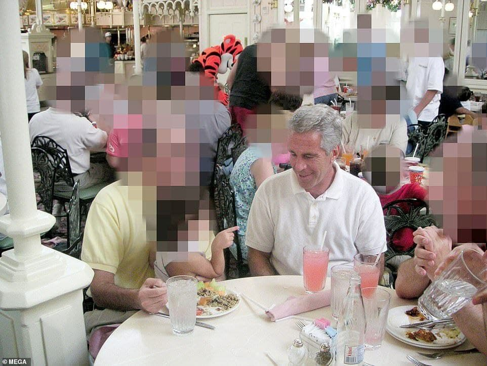 Макафи не обманул: Началась публикация компромата Photo_2021-08-30_06-25-12