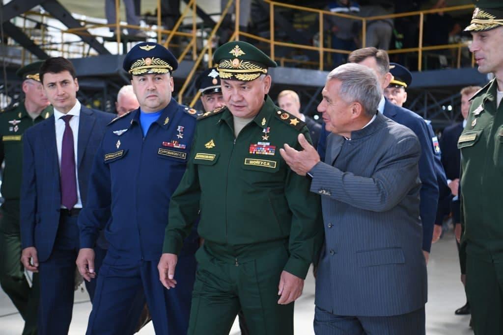 Шойгу проверил модернизацию ракетоносца Ту-22М3