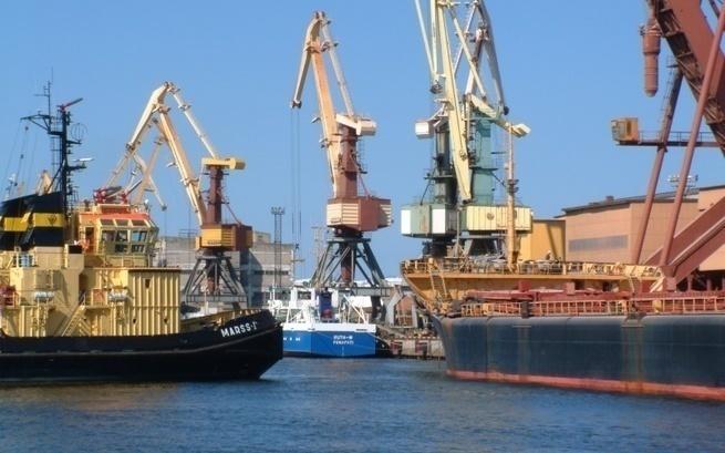 «Шпроты догавкались»: Крупнейший порт Латвии Вентспилс прекращает работу