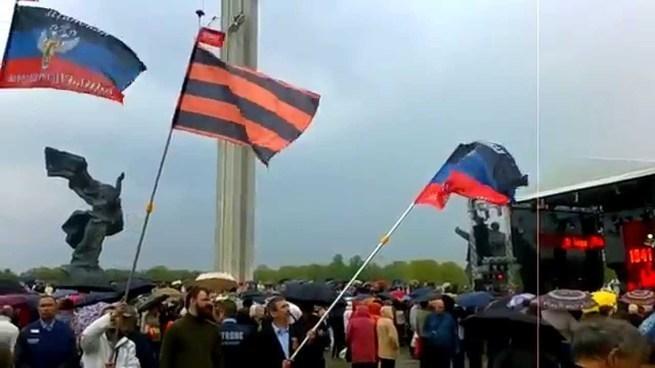 В Донбассе идёт война между Россией и США...