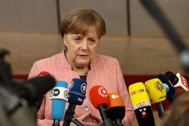 Есть ли у Меркель пистолет?