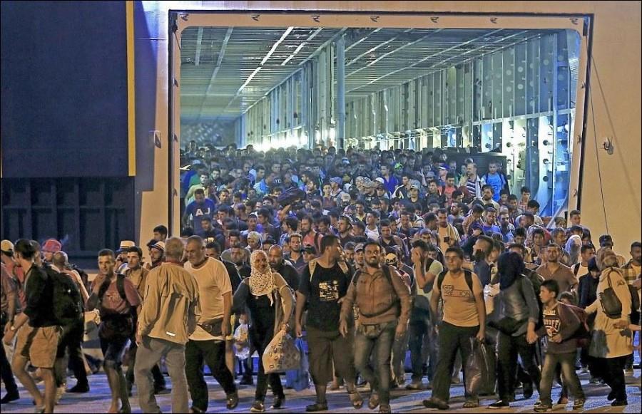 Картинки по запросу фото нелегалы в Европе
