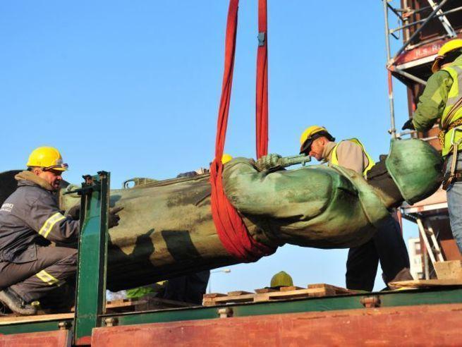 В Польше начат демонтаж памятника советско-польского братства по оружию