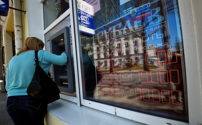 Во ВШЭ понизили прогноз курса рубля из-за новых санкций