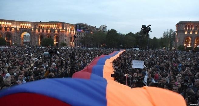 Что должна делать Россия с армянским майданом