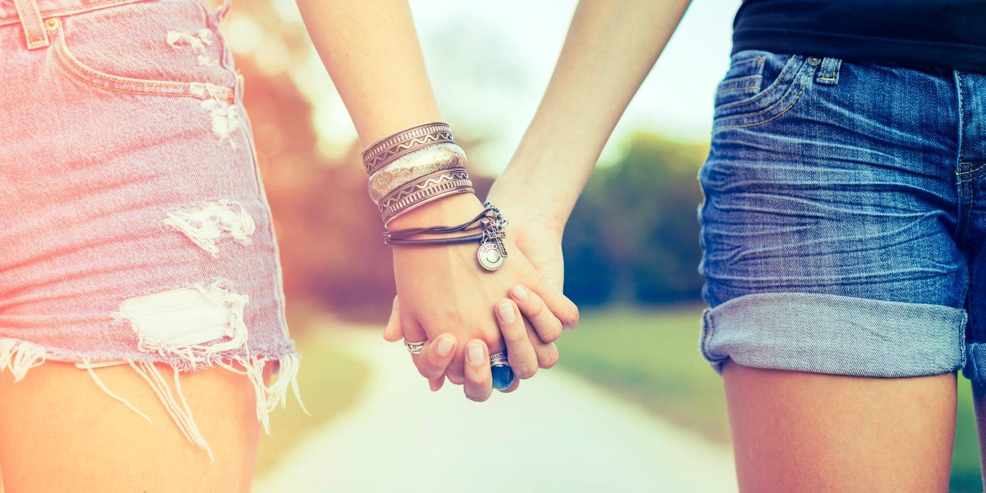 Картинки две девочки держатся за руки, славянском