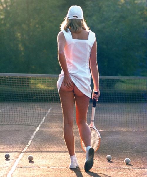 женщины играют и теннис без трусов