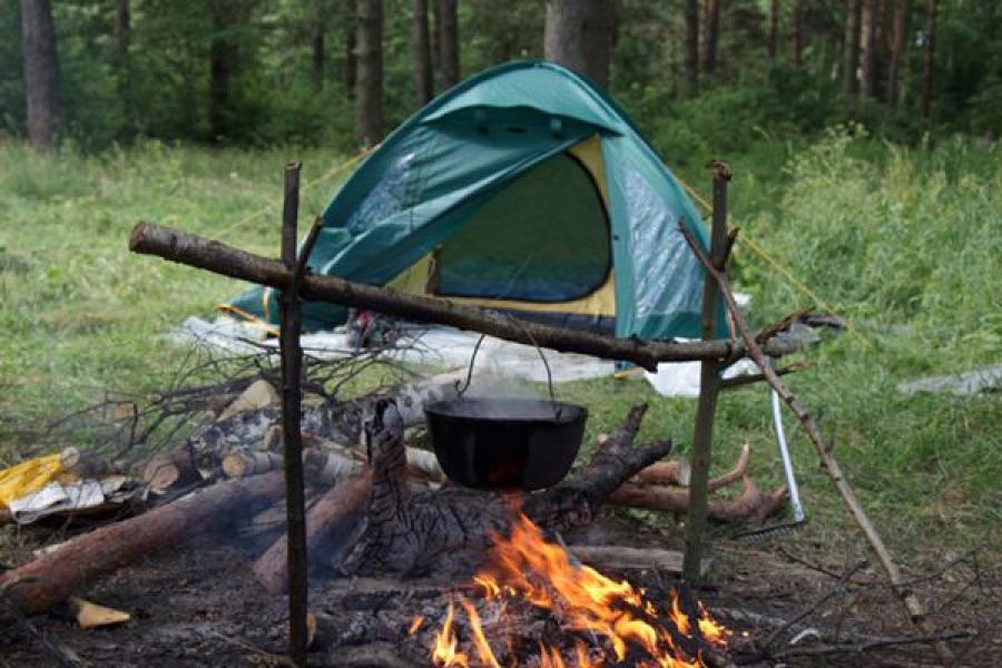 Палатка с костром картинка