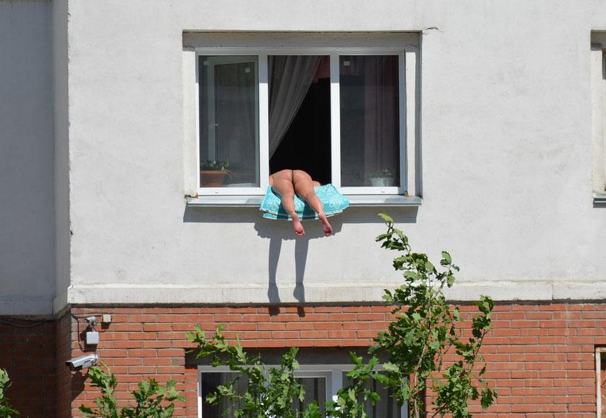 Голая девушка на балконе подсмотрел, онлайн смотреть девушки на приеме у гинеколога