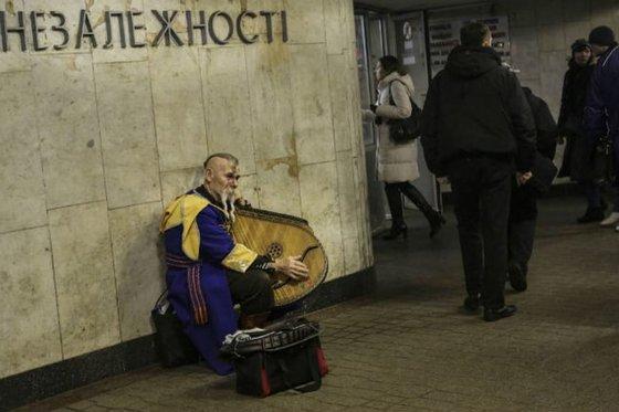 Расходы на войну растут, благосостояние украинцев падает