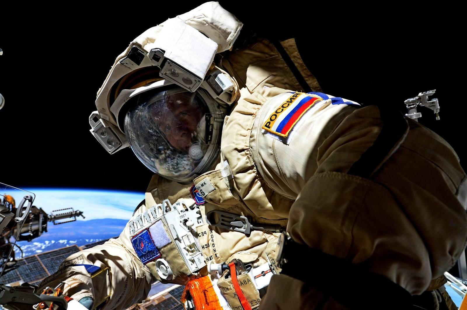 различить картинки российский космос фото, справа стоит